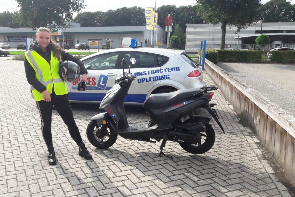 vandaag geslaagd voor het bromfiets rijbewijs